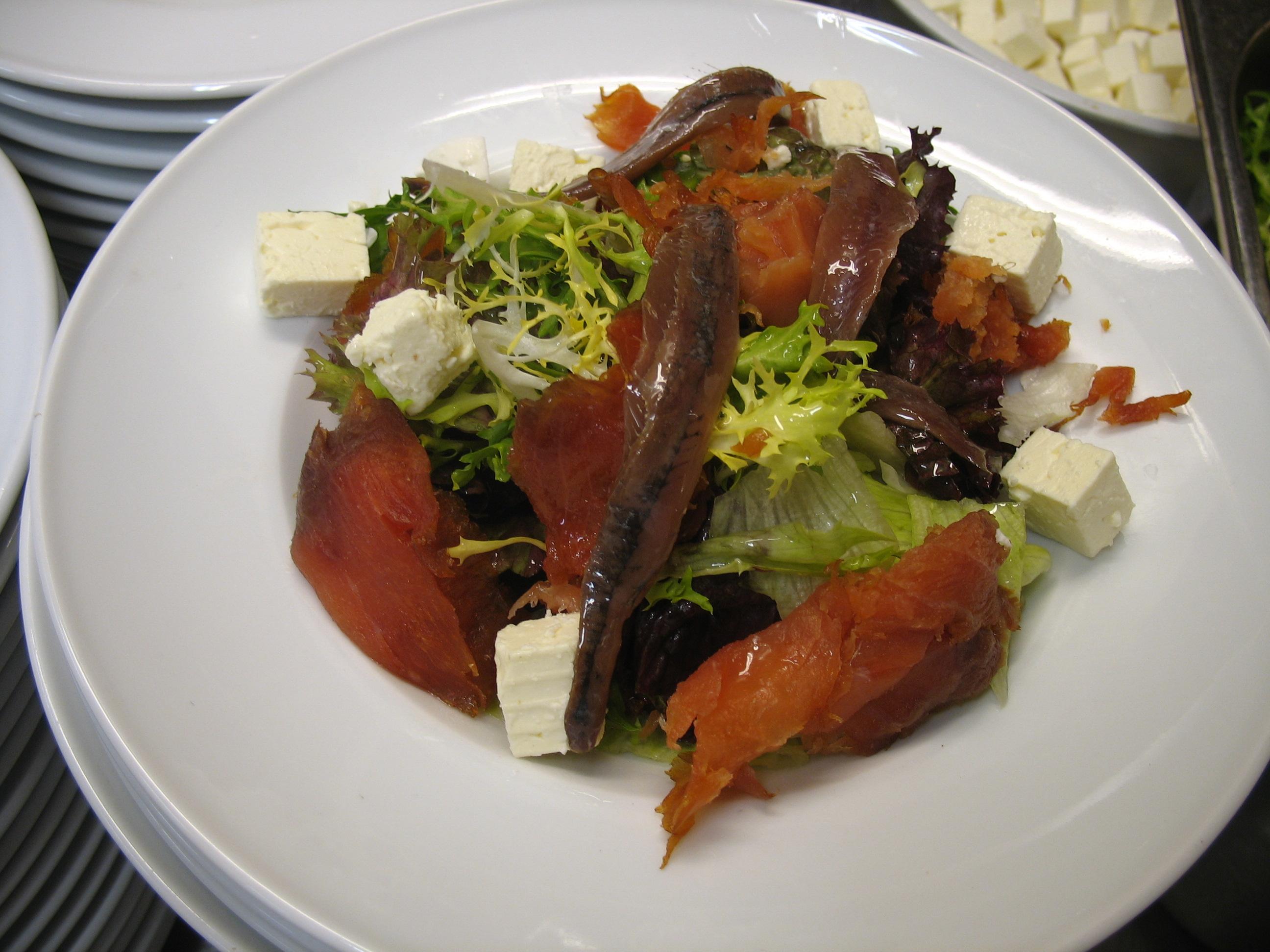 Recetas fáciles para sorprender: Ensalada de salmón ahumado...